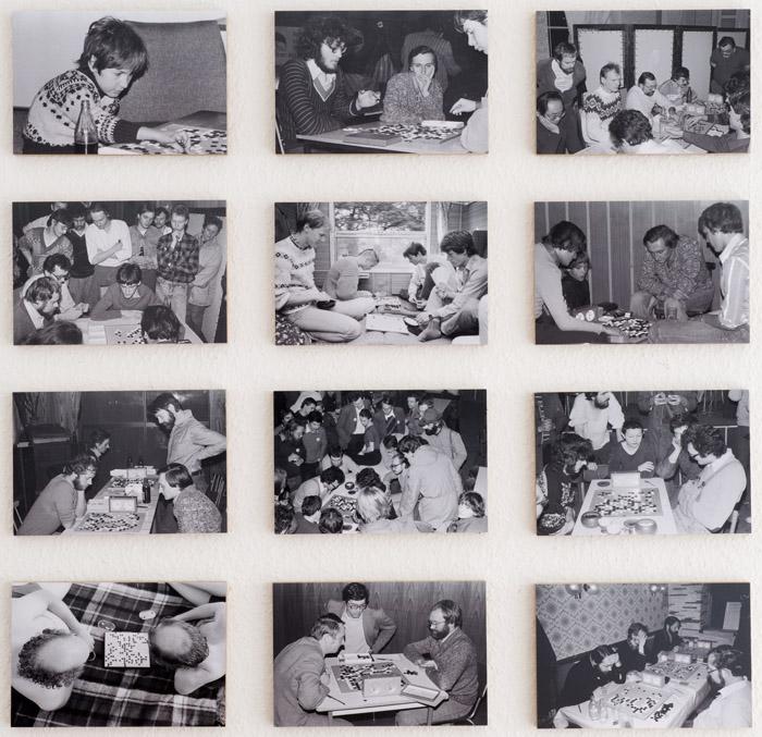 Fotos aus der Go-Szene in der DDR von Christian Wohlfahrt. Hängung in der Ausstellung.