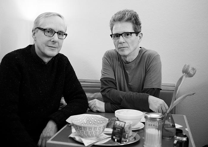 """Der Preisträger: Friedrich Rippmann (links) mit Peter Bösselmann im """"Café Tiefburg"""""""