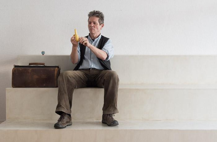 Trebbe isst eine Banane