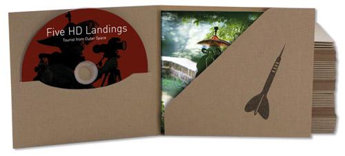 DVD mit 16seitigem Booklet, im handbedruckten Karton-Schuber