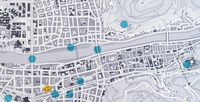 Position des Kôsô Entotsu im Stadtplan (gelb) und die Orte der neun Ansichten (blau)