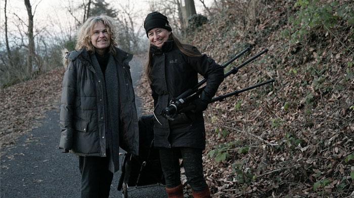 Die Assistentinnen beim Wald-Dreh: Christine Hausotter (links) und Sonja Wolfrum